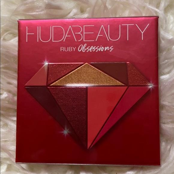 Huda Beauty Ruby Obsessions Eyeshadow Palette